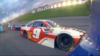 Hooters TV Spot, 'We Are Who We Are: Bundle' Featuring Chase Elliot - Thumbnail 4