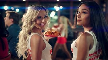Hooters TV Spot, 'Win or Lose: Bundle' - Thumbnail 4