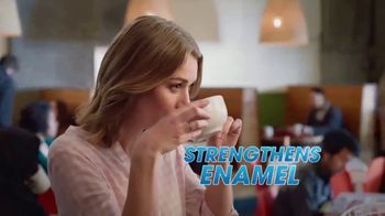 ACT Anti-Cavity Rinse TV Spot, 'Feel Fearless' - Thumbnail 5