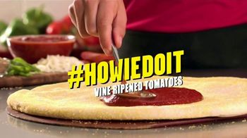 Hungry Howie's Heart-Shaped Pizza TV Spot, 'Valentine's Day' Song by Montell Jordan - Thumbnail 4
