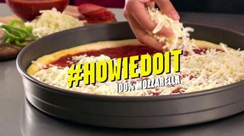 Hungry Howie's Heart-Shaped Pizza TV Spot, 'Valentine's Day' Song by Montell Jordan - Thumbnail 5