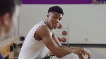 Metro by T-Mobile TV Spot, 'Giannis Antetokounmpo Plays HORSE' Song by Usher - Thumbnail 5