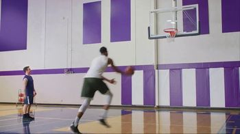 Metro by T-Mobile TV Spot, 'Giannis Antetokounmpo Plays HORSE' Song by Usher - Thumbnail 6