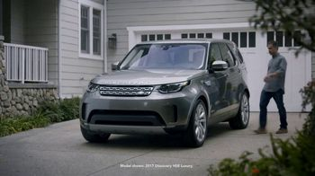 2018 Land Rover Discovery TV Spot, 'Optional Seat Fold: Hiding' [T2] - Thumbnail 1