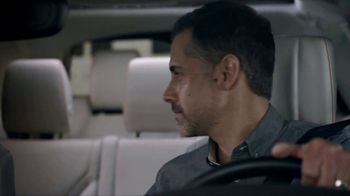 2018 Land Rover Discovery TV Spot, 'Optional Seat Fold: Hiding' [T2] - Thumbnail 5