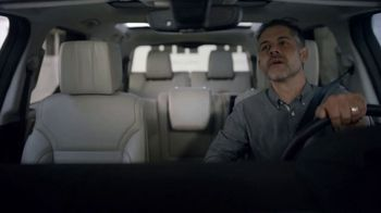 2018 Land Rover Discovery TV Spot, 'Optional Seat Fold: Hiding' [T2]