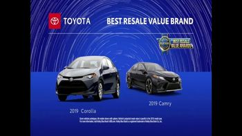 Toyota TV Spot, 'Weather Forecast: Camry and Corolla' [T2] - Thumbnail 5