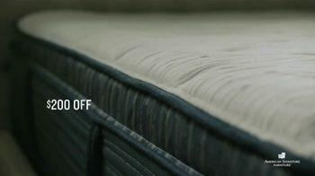 American Signature Furniture Presidents Day Mattress Sale TV Spot, 'Miracle Foam Set' - Thumbnail 4