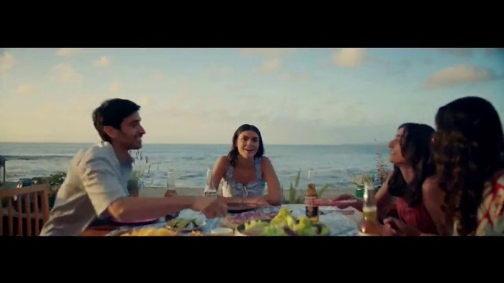 Corona Extra TV Commercial, 'Juntos' canci??n de Geowulf