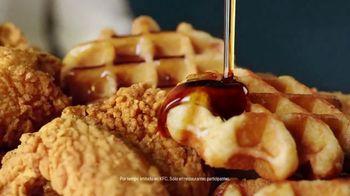 KFC Chicken & Waffles TV Spot, 'La unión más deliciosa está de vuelta' canción de Jennifer Rush [Spanish] - Thumbnail 8