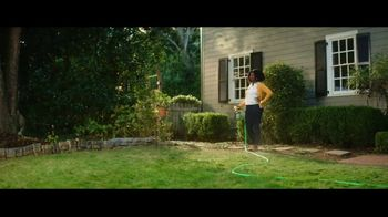 Spectracide Weed Stop For Lawns TV Spot, 'Spring Cleaning' - Thumbnail 9