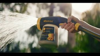 Miracle-Gro Performance Organics TV Spot, 'Finally, Organics That Work' - Thumbnail 3
