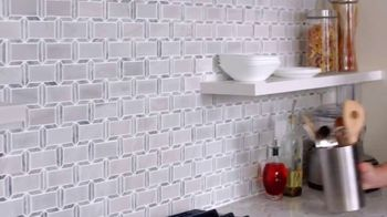 The Home Depot TV Spot, 'Losa de porcelana antideslizante' [Spanish] - Thumbnail 3