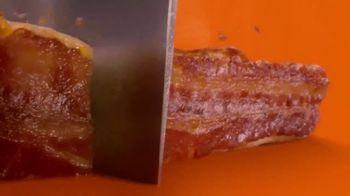 Little Caesars Bacon Wrapped DEEP!DEEP! Dish Pizza TV Spot, 'Envuelto en tocino' [Spanish] - Thumbnail 6