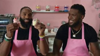 Microsoft Surface Pro 6 TV Spot, 'Compañeros y cupcakes' con Brian Orakpo, Michael Griffin [Spanish] - 435 commercial airings