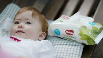 Huggies Natural Care Wipes TV Spot, 'Se adapta a los cambios improvisados' [Spanish] - Thumbnail 2