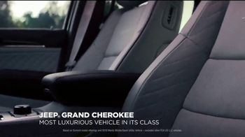 Jeep Presidents Day Sales Event TV Spot, 'Most-Awarded: 2019 Grand Cherokee Laredo' [T2] - Thumbnail 2
