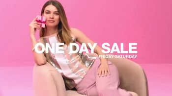 Macy's One Day Sale TV Spot, 'Deals of the Day: Pendant, Jewelry and Fragrance Samplers' - Thumbnail 10