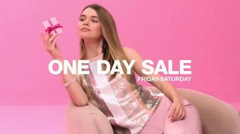 Macy's One Day Sale TV Spot, 'Deals of the Day: Pendant, Jewelry and Fragrance Samplers' - Thumbnail 2