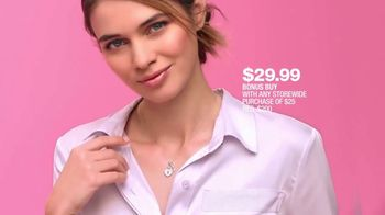 Macy's One Day Sale TV Spot, 'Deals of the Day: Pendant, Jewelry and Fragrance Samplers' - Thumbnail 5