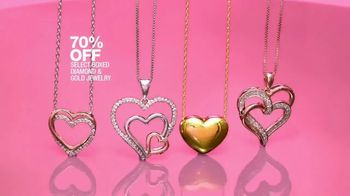 Macy's One Day Sale TV Spot, 'Deals of the Day: Pendant, Jewelry and Fragrance Samplers' - Thumbnail 8