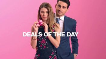 Macy's One Day Sale TV Spot, 'Deals of the Day: Suit Separates, KitchenAid and Pillow' - Thumbnail 4