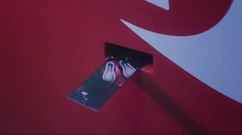 Finish Line TV Spot, 'Celebrating Air Max Day the Finish Line Bodega Way' Featuring Caleb McLaughlin - Thumbnail 5