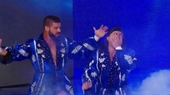 Snickers TV Spot, 'WWE Smackdown Live: Glorious' Featuring Bobby Roode, Chad Gable - Thumbnail 4