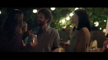 Miller Lite TV Spot, 'Antes de irse de la fiesta' canción de The Bongo Hop [Spanish]