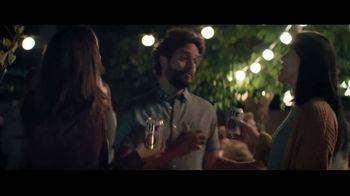 Miller Lite TV Spot, 'Antes de irse de la fiesta' canción de The Bongo Hop [Spanish] - Thumbnail 2