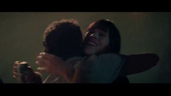Miller Lite TV Spot, 'Antes de irse de la fiesta' canción de The Bongo Hop [Spanish] - Thumbnail 3