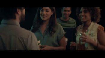Miller Lite TV Spot, 'Antes de irse de la fiesta' canción de The Bongo Hop [Spanish] - Thumbnail 4