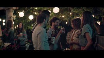 Miller Lite TV Spot, 'Antes de irse de la fiesta' canción de The Bongo Hop [Spanish] - Thumbnail 5