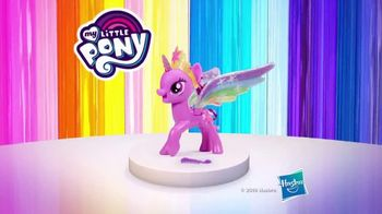 My Little Pony Rainbow Wings Twilight Sparkle TV Spot, 'Watch Her Glow' - Thumbnail 10