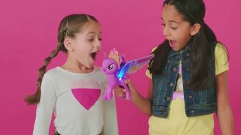 My Little Pony Rainbow Wings Twilight Sparkle TV Spot, 'Watch Her Glow' - Thumbnail 4