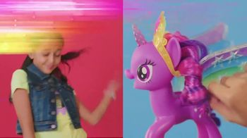 My Little Pony Rainbow Wings Twilight Sparkle TV Spot, 'Watch Her Glow' - Thumbnail 5