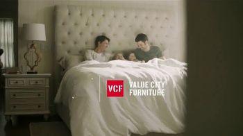 Value City Furniture Year-End Mattress Sale TV Spot, 'Plush Queen Mattress' - Thumbnail 1