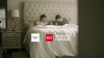 Value City Furniture Year-End Mattress Sale TV Spot, 'Plush Queen Mattress' - Thumbnail 2