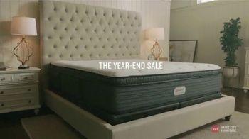 Value City Furniture Year-End Mattress Sale TV Spot, 'Plush Queen Mattress' - Thumbnail 3