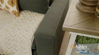 Ashley HomeStore New Year's Sale TV Spot, 'Shop 'Til the Ball Drops' - Thumbnail 4