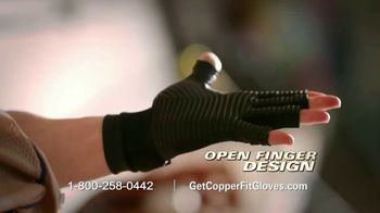 Copper Fit Compression Gloves TV Spot, 'Super Grip' - Thumbnail 5