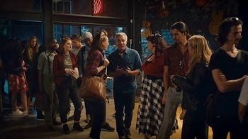 trivago TV Spot, 'Bar' - Thumbnail 6