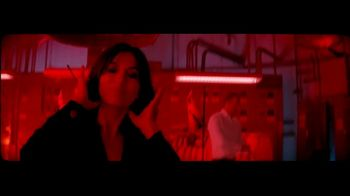 Giorgio Armani Code Absolu TV Spot, 'Darkroom' Feat. Ryan Reynolds, Song by The Dead Weather - Thumbnail 4