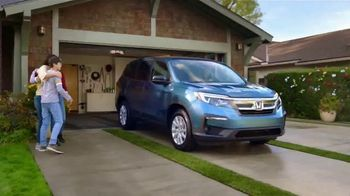 Honda Dream Garage Spring Event TV Spot, 'Cleaning: SUVs' [T1] - Thumbnail 8