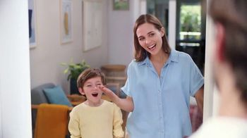 Renuzit Snuggle Air Fresheners TV Spot, 'Invitados' [Spanish] - Thumbnail 2