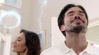 Renuzit Snuggle Air Fresheners TV Spot, 'Invitados' [Spanish] - Thumbnail 7
