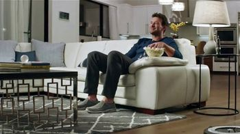 SKECHERS Slip-Ons TV Spot, 'Modo Romo' con Tony Romo [Spanish] - 372 commercial airings