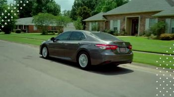 Toyota Pick & Roll Sales Event TV Spot, 'Roll Into Savings: 2019 Camry' [T2] - Thumbnail 4