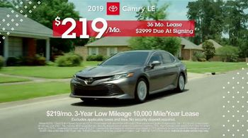 Toyota Pick & Roll Sales Event TV Spot, 'Roll Into Savings: 2019 Camry' [T2] - Thumbnail 5