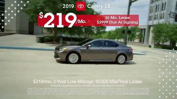 Toyota Pick & Roll Sales Event TV Spot, 'Roll Into Savings: 2019 Camry' [T2] - Thumbnail 6